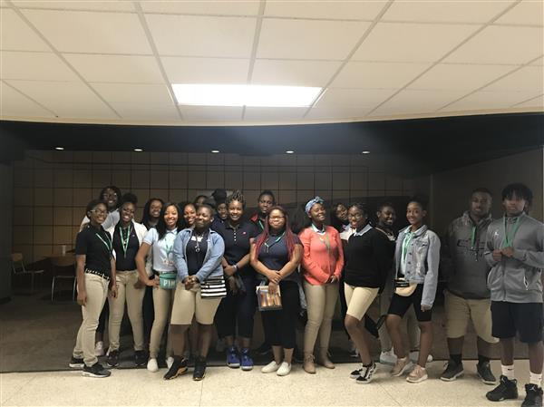 Health Science Students Tour Delta State University